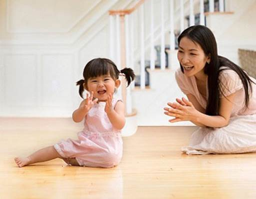 Description: When your baby successfully says a word or completes a sentence, you should clap your hands enthusiastically and smile with her brightly