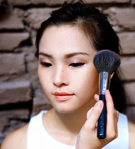 Description: Apply highlighter on the cheeks but when apply blusher, drag the brush toward the ears.