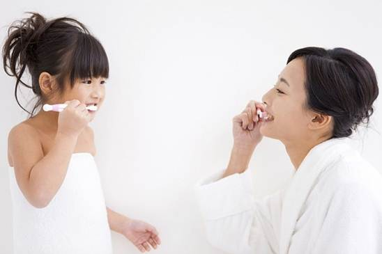 Description: Let them watch you brush teeth as a lively example.