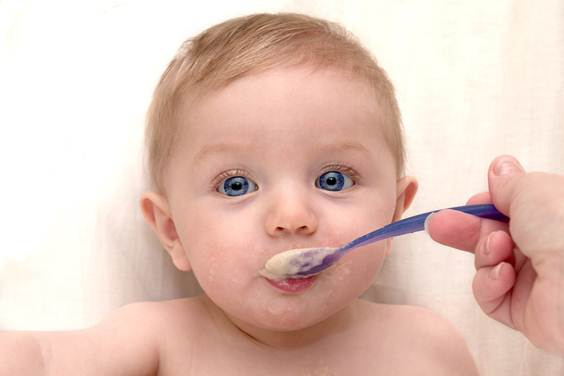 Description: Babies should get weaned from milk at around 4 to 6 months old.